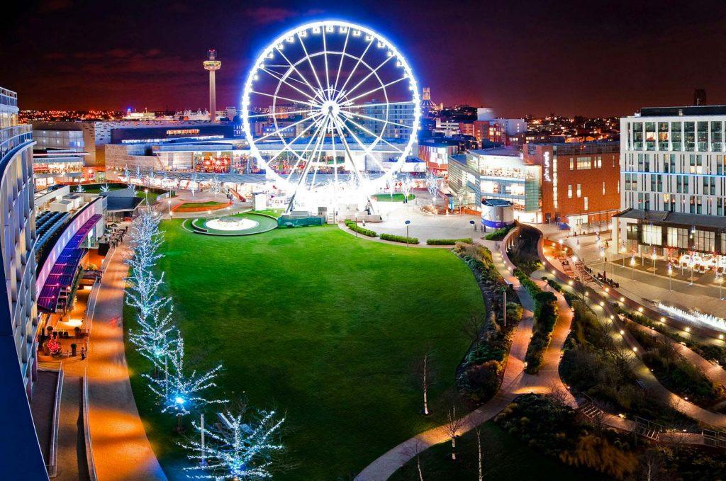 Night view of the wheel in Albert Dock