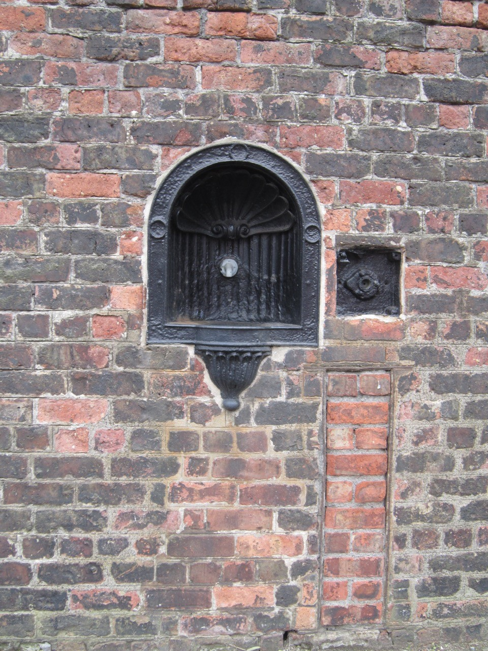 Water fountain for dockers set in the dock wall